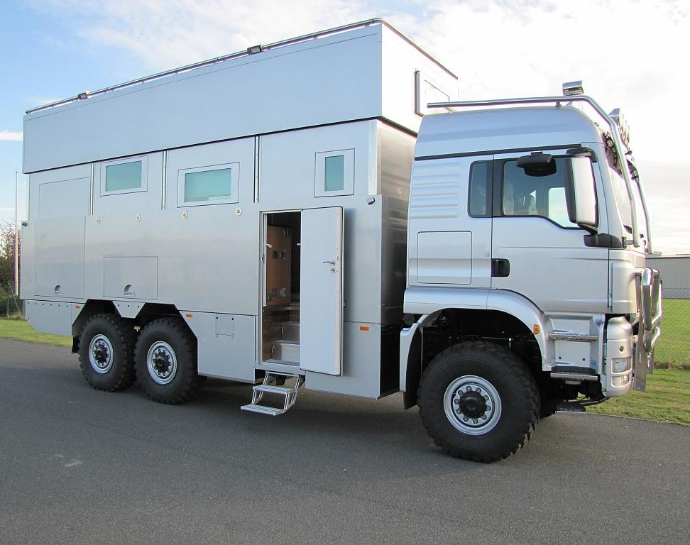 6x6 expedition truck1